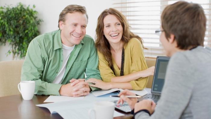 Do Investment Advisor Credentials Matter photo